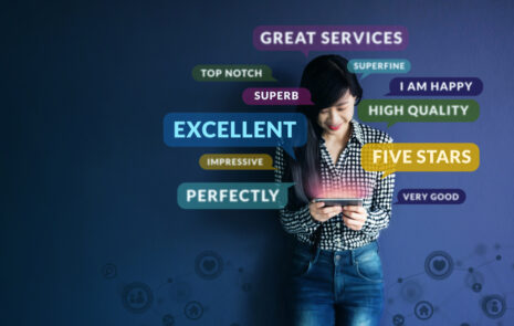 customer experience - Happy customer giving good customer experience rating.